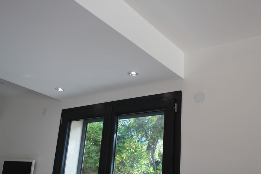 Tout savoir sur les diff rents faux plafonds en placo for Faux plafond salon simple