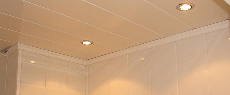 Faire un faux plafond en pvc blog de conception de maison for Pose lambri pvc plafond